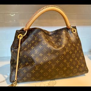 Luis Vuitton Artsy MM